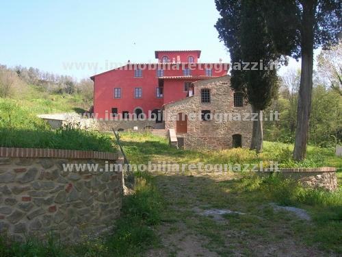 Immobile Turistico in vendita a Vinci, 10 locali, Prezzo trattabile | CambioCasa.it